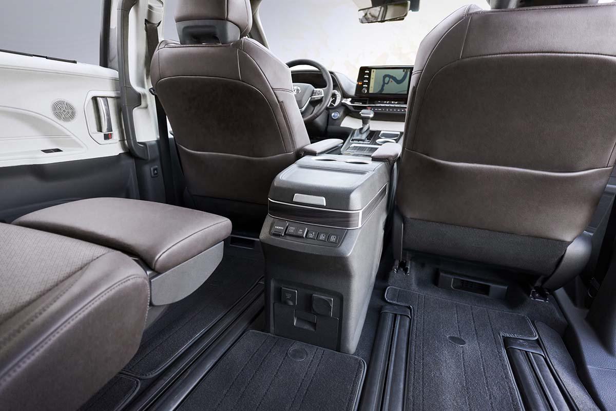 Toyota_2021_Sienna_Platinum